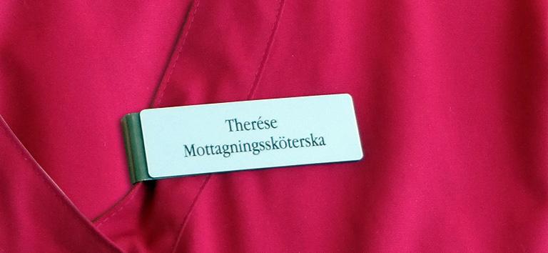 foto av undersköterska Therese Ölvebäcks namnskylt